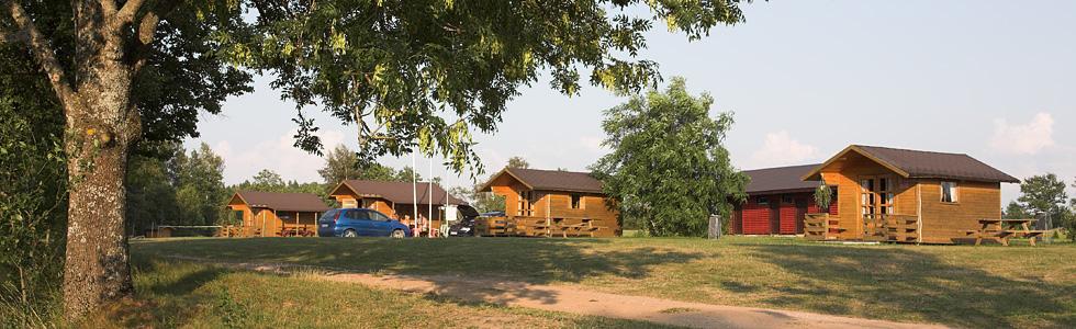 4- un 2-vietīgas mazās viesu mājiņas
