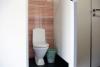 Tualetes jaunajā dušas mājā
