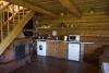 Jaunais viesu nams Ezermaļi. Virtuve un kamīns