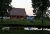 Jaunais Viesu nams Ezermaļi pie Zvirgzdu ezera, Kurzemē no guļbaļķiem