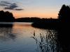 Zvirgzdu ezers Kurzemē. Saule norietējusi